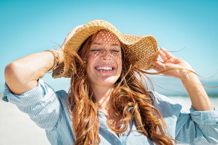 wpływ promieni słonecznych na włosy